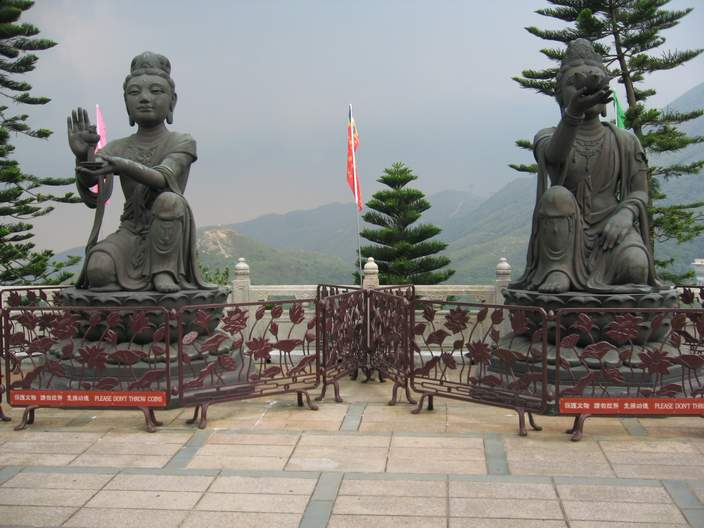 Other statues at the top of the stairs.